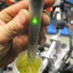 Kontrola brzdové kapaliny přední brzdy po výměně