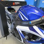 Kvalitní laserový přístroj Mega m.a.x. od firmy Scheibner na diagnostiku rámu motocyklu
