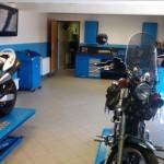Uvnitř Moto Racing Service Kaucký
