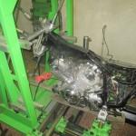 Uchycení motocyklu - upevnění na rovnací stolici MOTOJIG - boční pohled
